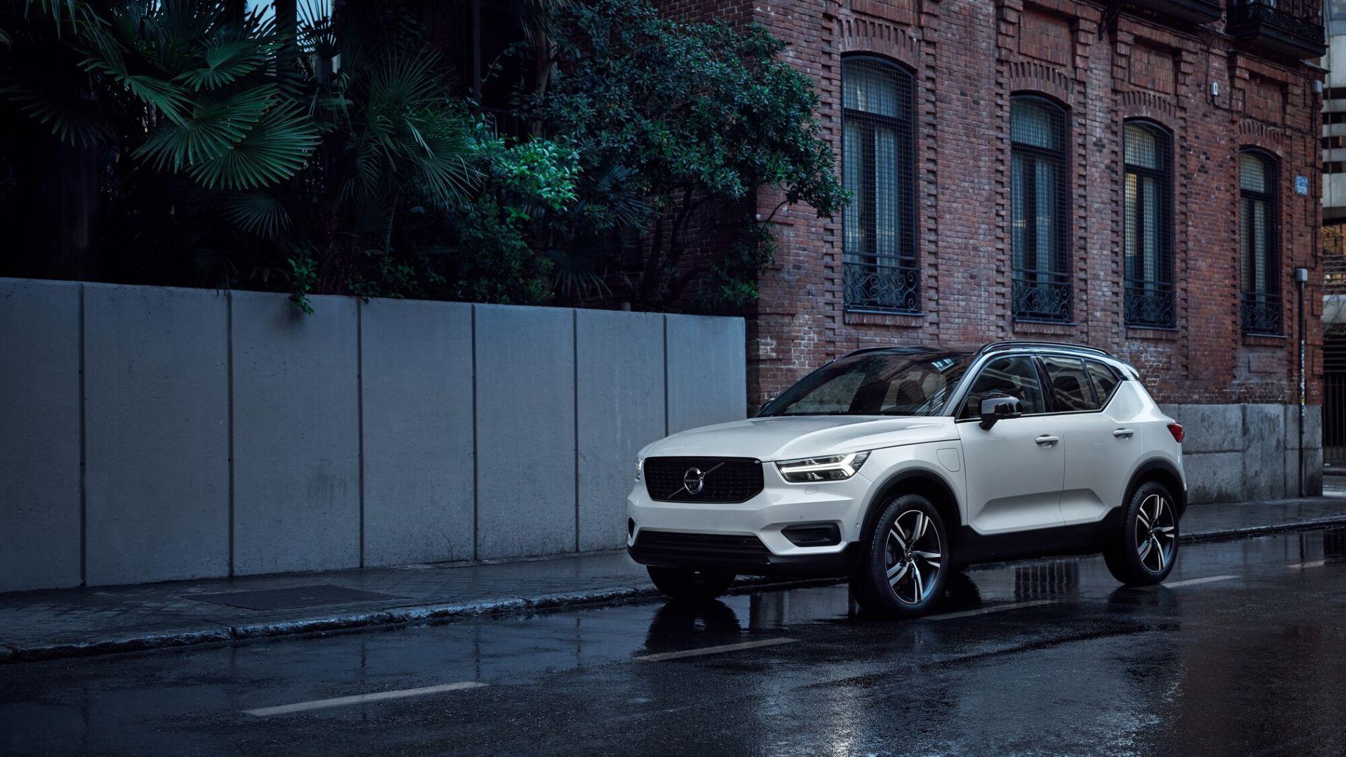 Volvo XC40 із вигодою до 280 500 гривень * та 2ТО у подарунок**